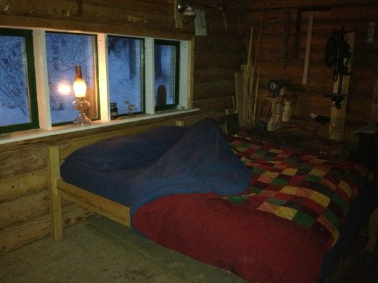 Sirius Sled Dogs & Aurora Tours: Bed for the night.  Goose down duvet and insulated mattress cover to keep you snug as a bug in a