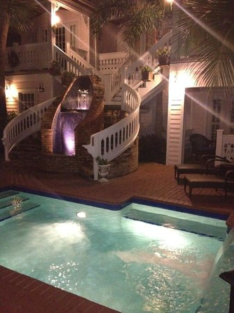 Port d'Hiver : SemiPrivate Hot Tub