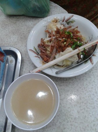 Mie Tiong Sim Selat Panjang: Heaven..  Me and my mom mush shared table with other guy bcause this resto is full..