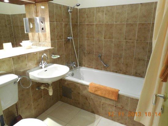 Kombo Beach Hotel: łazienka