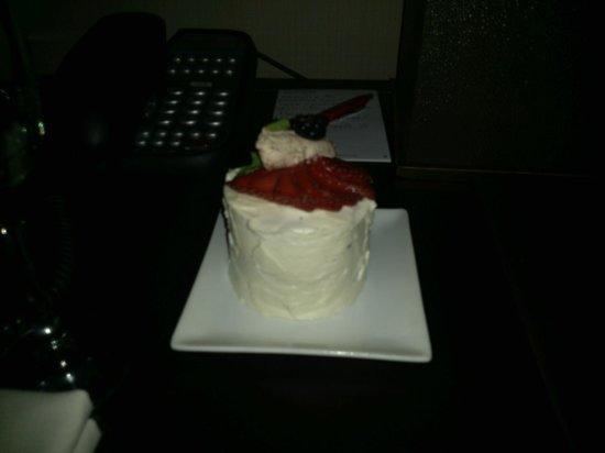 Palomar San Diego, A Kimpton Hotel: 'Birthday' Cake