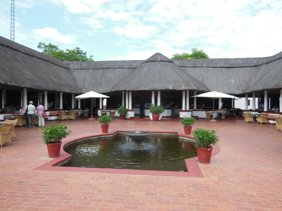 The Victoria Falls Hotel: Breakfast with a view