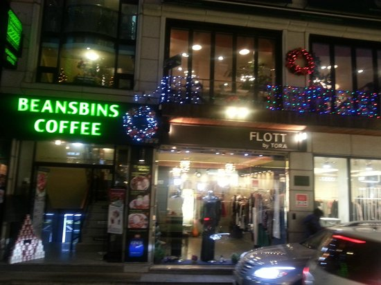 BeansBins Coffee Garosugil: View fm outside