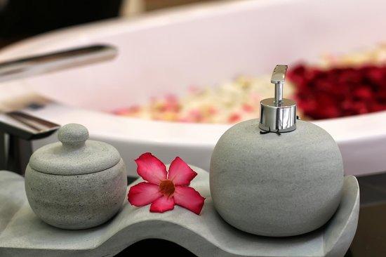 Bale Gede Villas : Bathroom amenities