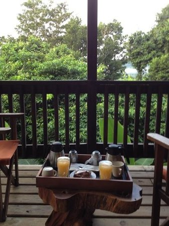 Ian Anderson's Caves Branch Jungle Lodge: brekfast on the deck!