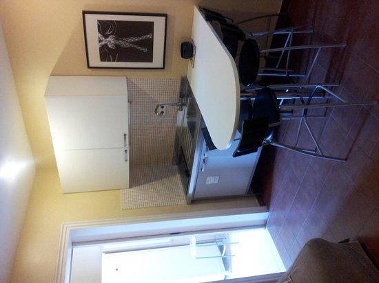 bcn Fashion House : The convenient kitchenette.