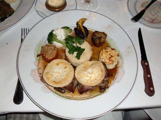 L'Auberge Gourmande: lamb filet mignon with cheese and vegetables