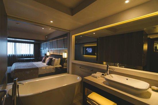 Pan Pacific Singapore : Bathroom in Habour Studio