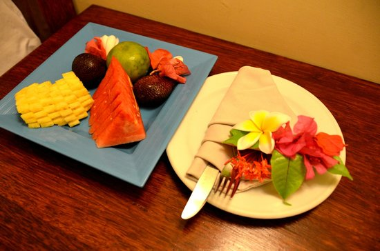 Aneka Lovina Beach Hotel: welcome fruit platter
