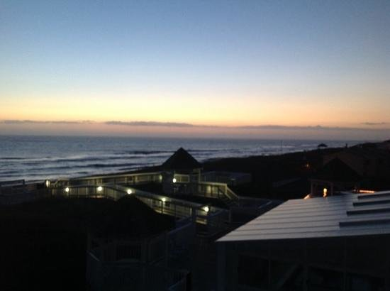 Ramada Plaza Nags Head Oceanfront: outside our door and sunrise...