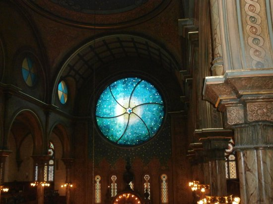 Museum at Eldridge Street: new stained glass window at synagogue