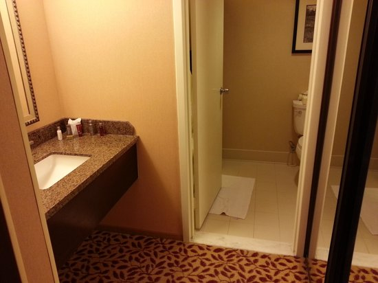 "Torrance Marriott Redondo Beach: ""Badezimmer"""