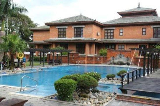 Crowne Plaza Kathmandu-Soaltee: Swimming pool
