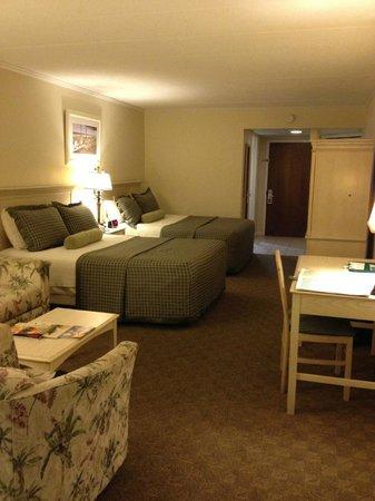 Surf Side Hotel: Standard oceanfront room (taken from balcony door) - quite large