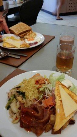 Deevana Plaza Phuket Patong: Breakfast