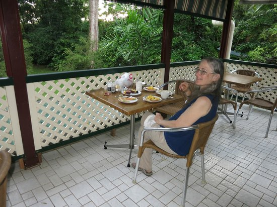 Red Mill House in Daintree: Breakfast on the veranda
