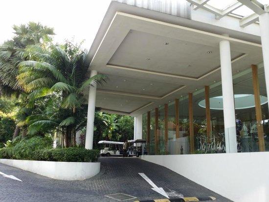 Amara Sanctuary Resort Sentosa: entrance porch
