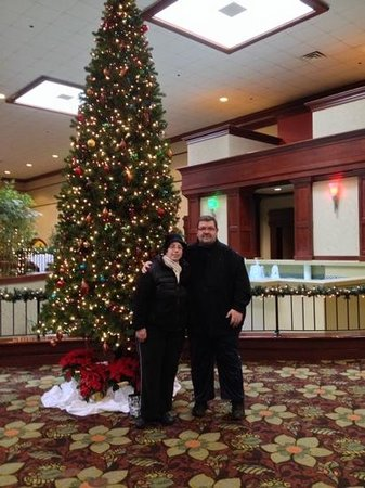 Doubletree by Hilton Hotel Detroit-Dearborn: standing in the lobby