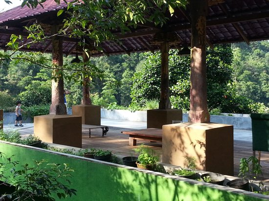 Kandy Samadhi Centre: Private deck on the mountain top