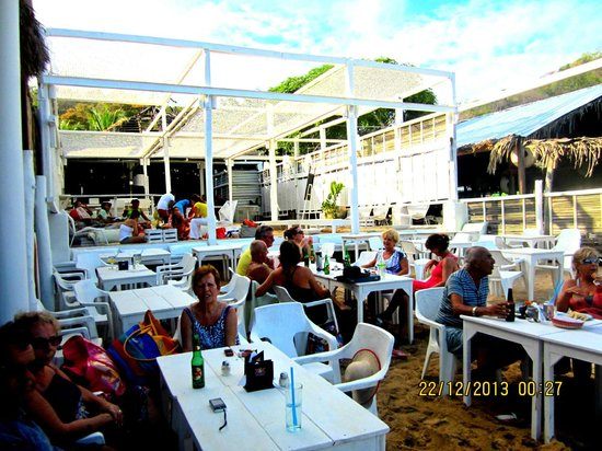 Nivel Mar Beach Club & Restaurant: Lots of fun!!