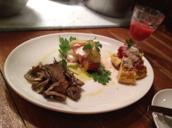 Photo of Italian Restaurant SAVOY at 元麻布3-10-1 中岡ビル1f, Minato, Japan