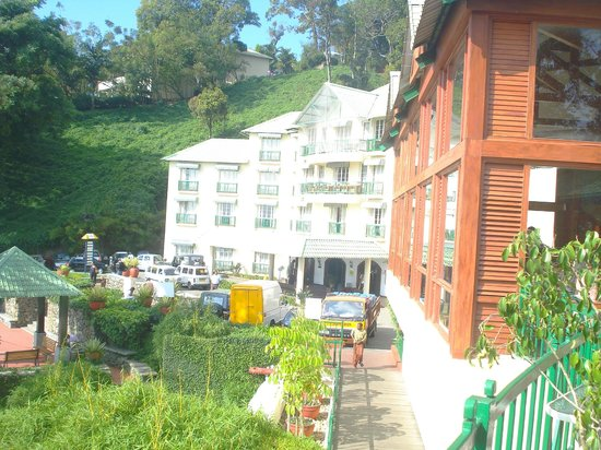 Club Mahindra Munnar: Side view of the resort
