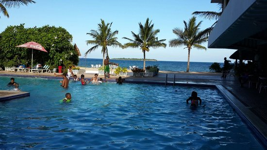 Foto de beachcomber hotel and resort dar es salam beachcomber swimming pool tripadvisor for Swimming pools in dar es salaam