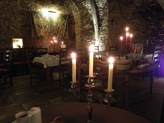 Abbaye de Maizieres: lobby and restaurant