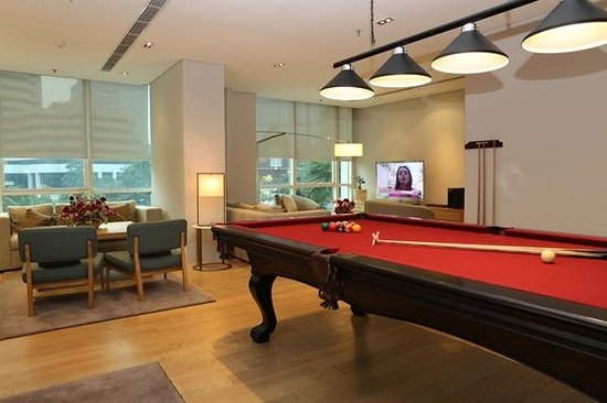 Fraser Residence Sudirman Jakarta: Lounge and Pool Area
