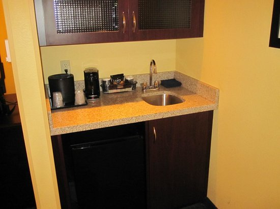SpringHill Suites Corona Riverside : Wet Bar