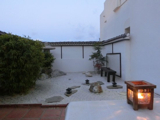 Hotel La Luna Blanca: 枯山水コーナー