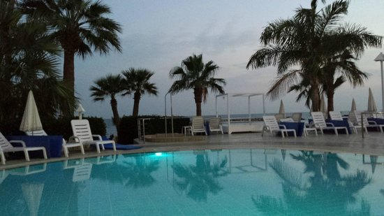 Palm Beach Hotel & Bungalows: pool 1
