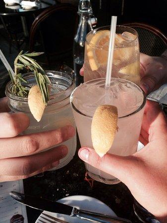 Mon Ami Gabi : fresh drinks! while sitting outside!