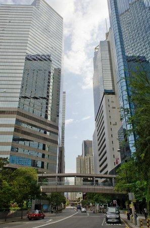 The Harbourview Hong Kong : Улица на которой расположен отель.