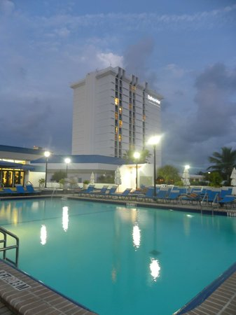Bahia Mar Fort Lauderdale Beach - a Doubletree by Hilton Hotel : Бассейн