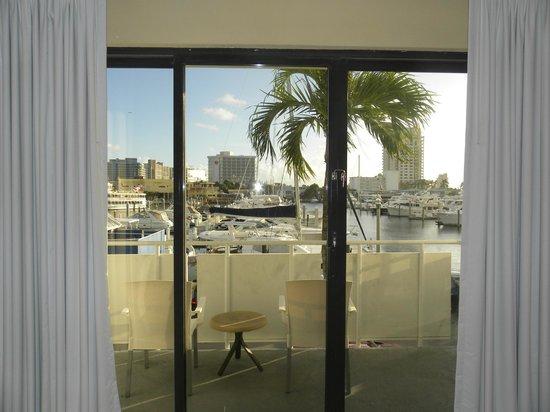 Bahia Mar Fort Lauderdale Beach - a Doubletree by Hilton Hotel : Вид из номера на яхты