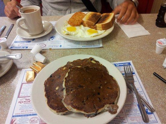 Marriner's Restaurant : BLUEBERRY PANCAKES