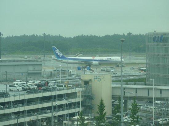 Narita Airport Rest House: 目の前に航空機の動きが見える