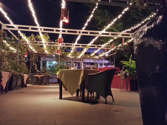 The Plantation : Upper outdoor seating