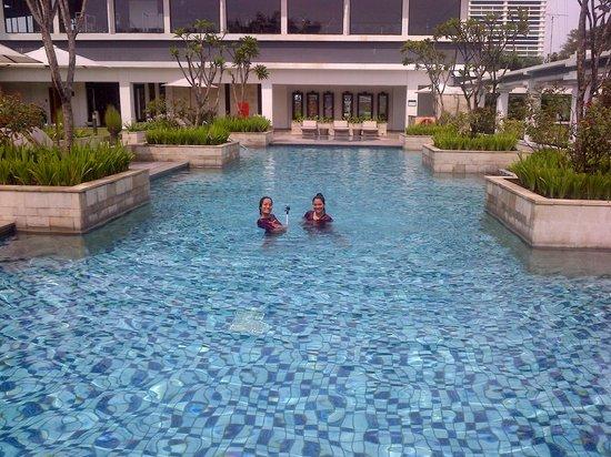 Prama Grand Preanger: a pool