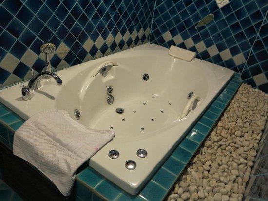 Sira Boutique Hotel : Spa bath