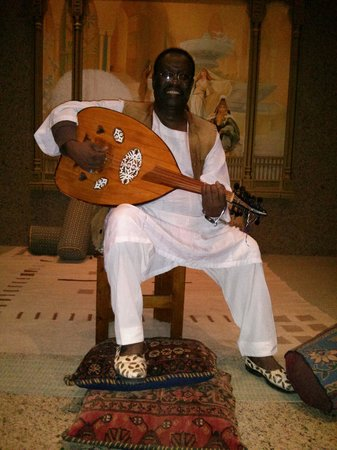 The Oberoi Sahl Hasheesh: Wonderful Nubian artist :)