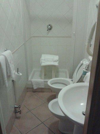 Hotel Leopardi Napoli: Il bagno