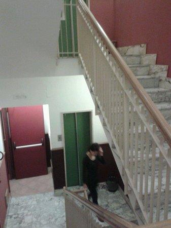Hotel Leopardi: Le scale