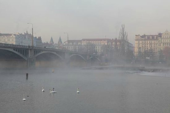 Botel Matylda: The smoke/fog over the river outside my room's window