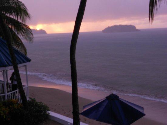 Villa Beach Cottages : Gorgeous Sunset / Sunrise colors