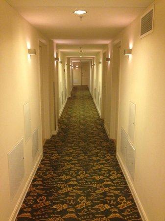 Original Sokos Hotel Olympia Garden: Ковровое покрытие в коридорах и комнатах