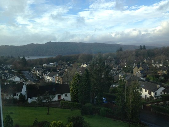 Hillthwaite Hotel: View from room 16, Gorgeous bay window to sit in