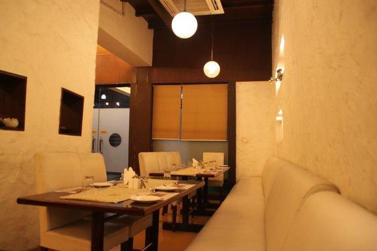 Vedic Vegetarian Restaurant: Интерьер ресторана