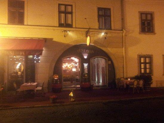 Burg Hotel: А рядом ресторан с отменной кухней и приятным персоналом
